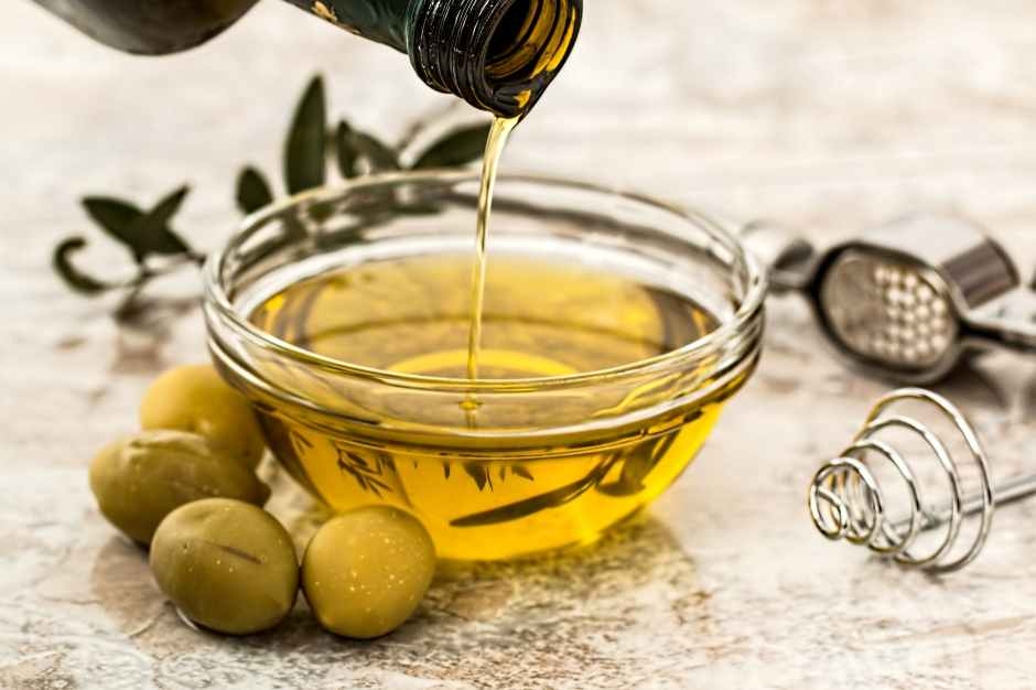 Balsamic Vinegar and Extra Virgin Olive Oil Salad Dressing Recipe